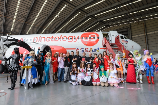 Ninetology plane and the cosplayers